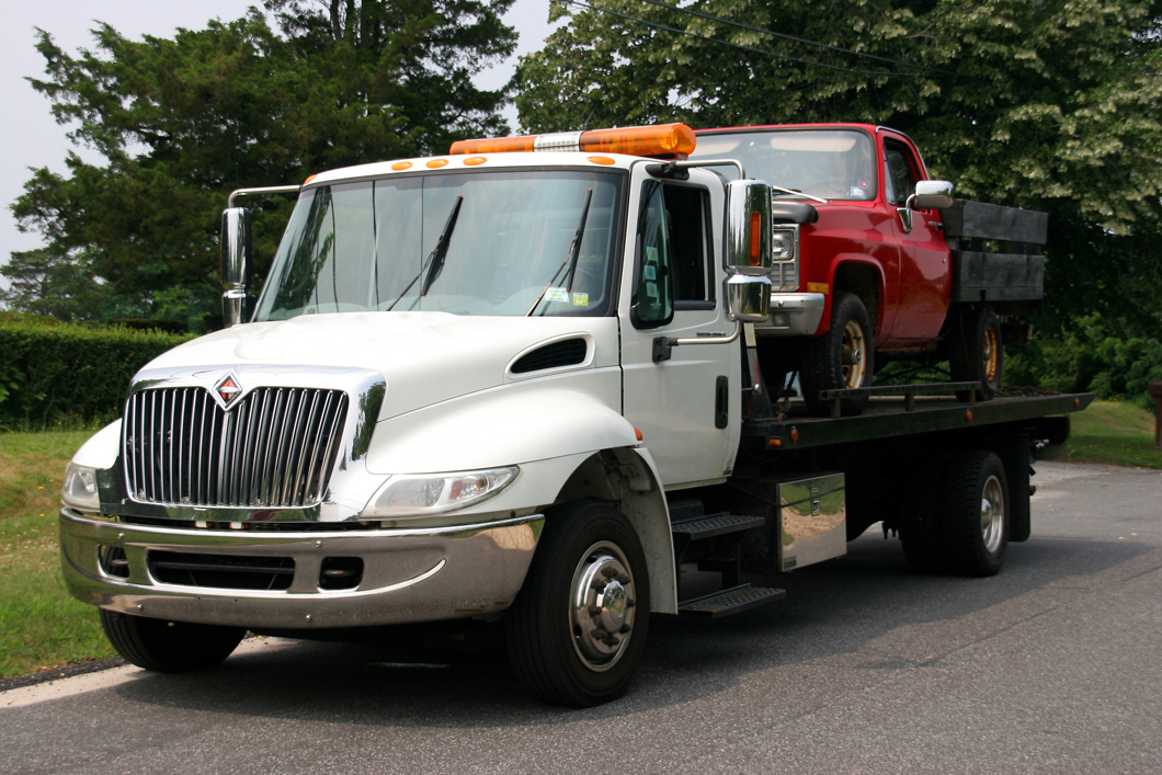 Who Offers Towing Services in Waterloo, IA?